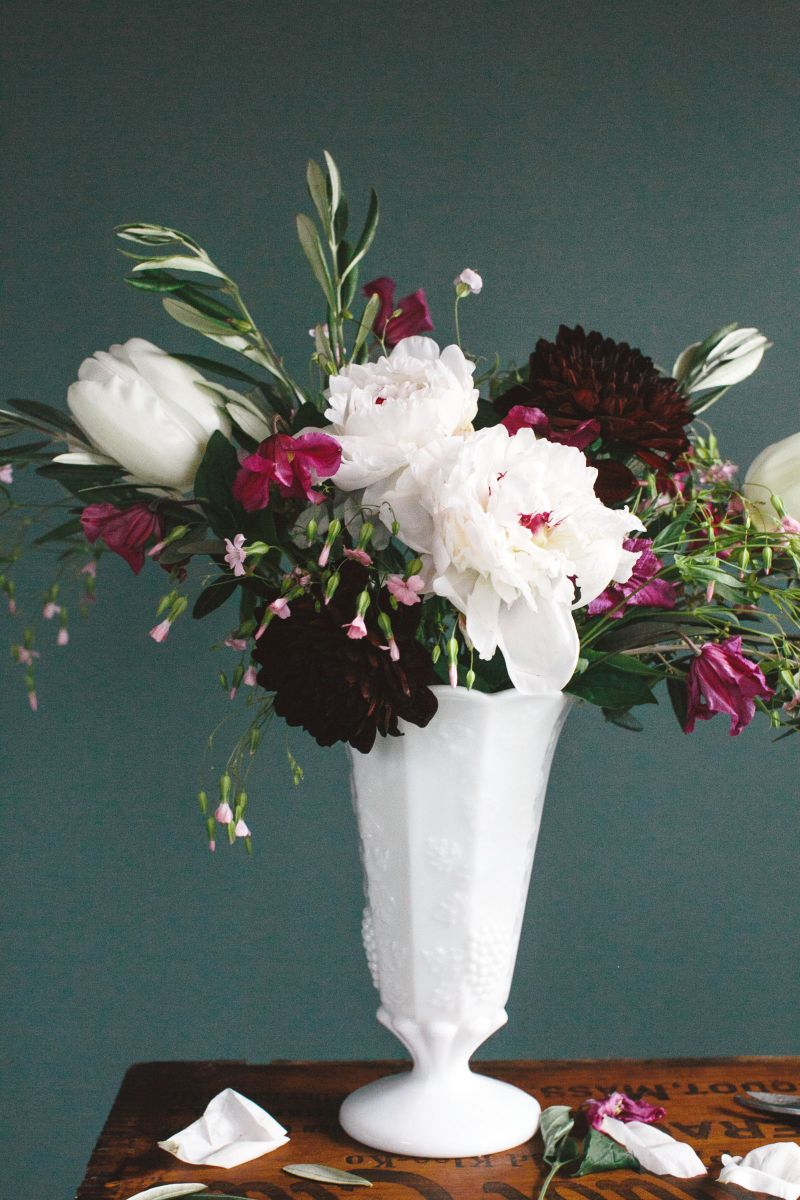 4 Steps To Creating A Professional Flower Arrangement The Everygirl