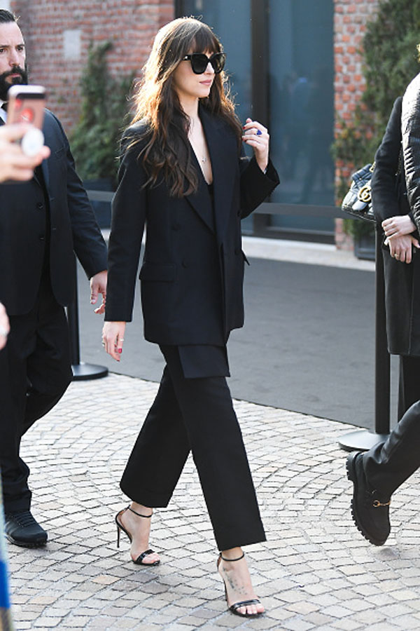 Get The Look Dakota Johnson S Style Is The Epitome Of Effortless The Everygirl